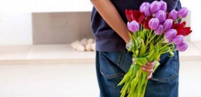 10 Cosas románticas tu chica quiere que hagas (consejo de la relación para los hombres)