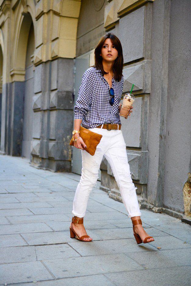 Jeans blancos traje de la idea con la blusa de la tela escocesa