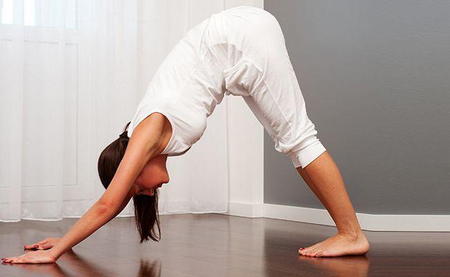 7 Las posturas de yoga que hacer después de la cena para disfrutar de una buena noche de