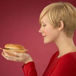 Trampas de grasa para evitar cuando se come fuera
