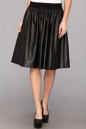 Cómo combinar la falda de cuero negro propio de una dama de olivia palermo durante la semana de la moda