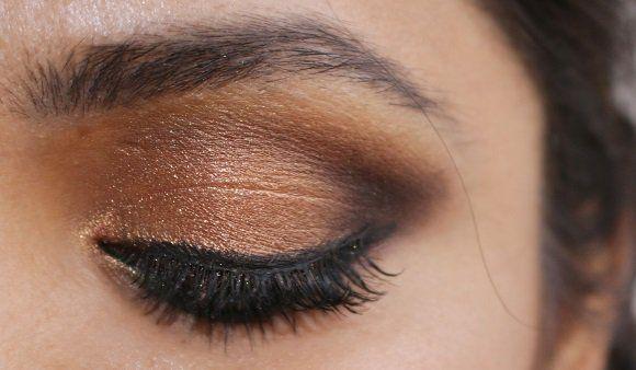 Consejos para quitar el maquillaje brillo