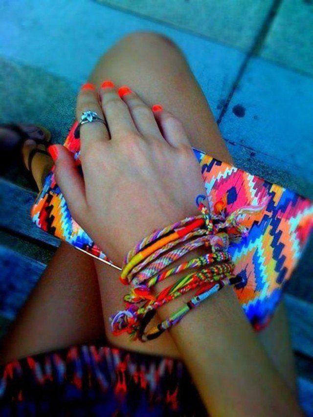 Múltiples pulseras para el verano