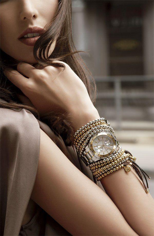 Elegantes pulseras de múltiples