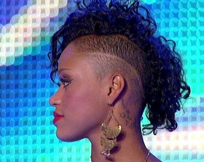 Tatuajes paige thomas - detrás de la oreja tatuaje de la estrella