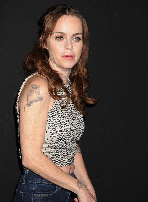 Taryn manning tatuajes: pájaro tatuaje del brazo