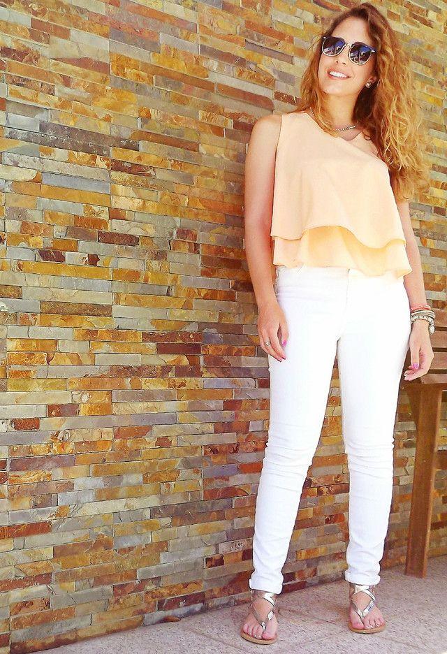 Idea vestimenta bonita con Jeans blancos